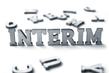 Foto Schriftzug interim: Interim Management PVD und DLC Beschichtungstechnik.